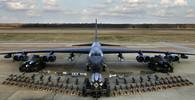 VIDEO: Legendární bombardér B-52 dokáže nést až 32 tun bomb. Podívejte se jaké - anotační obrázek