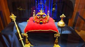 Replika korunovačních klenotů