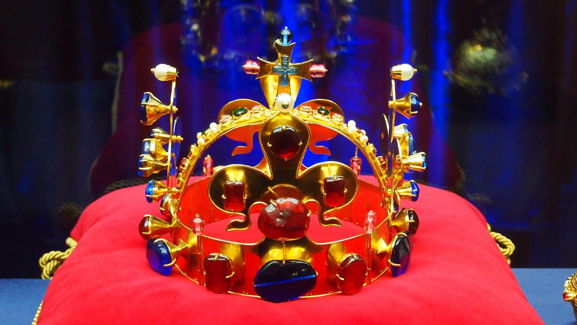 Ve svatovítské katedrále byla vystavena Svatováclavská koruna ... 2a9afd4e66