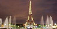 V Paříži vypukly nepokoje, lidé staví barikády a hází zápalné lahve - anotační obrázek