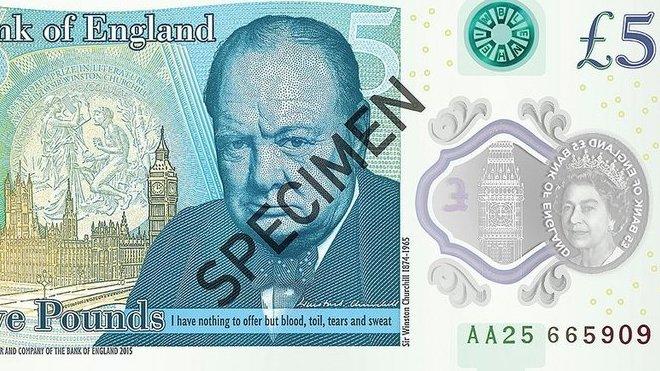 Britská centrální banka představila svou první plastovou bankovku