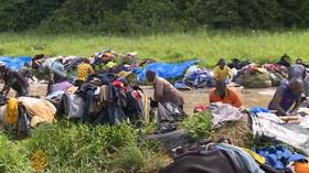 Migranti si v kampusu francouzské univerzity postavili stany. Škola musela kvůli bezpečnosti zrušit výuku - anotační foto