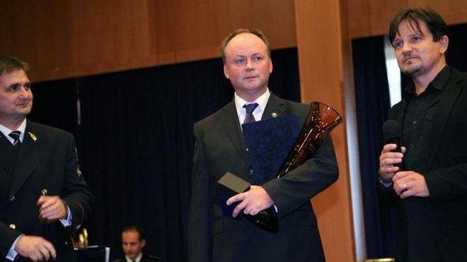 Michal Mazánek (uprostřed)
