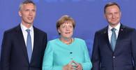 Summit NATO ve Varšavě (8. - 9. 7. 2016): Jens Stoltenberg, Angela Merkel a Andrzej Duda