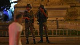 Turečtí vojáci obsadili Taksimovo náměstí v Istanbulu (16.7.2016).