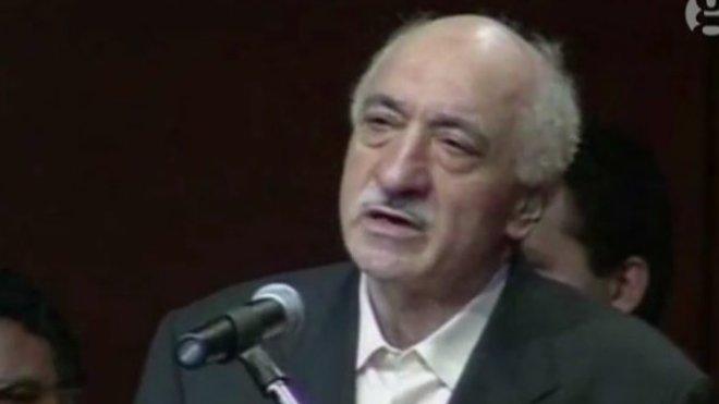Muhammed Fethullah Gülen je turecký islámský učenec, myslitel, intelektuál, aktivista, teolog, autor a básník, obhájce vzdělání a emeritní kazatel. Je vůdcem náboženského hnutí, ke kterému se hlásí přes 10 milionů členů.