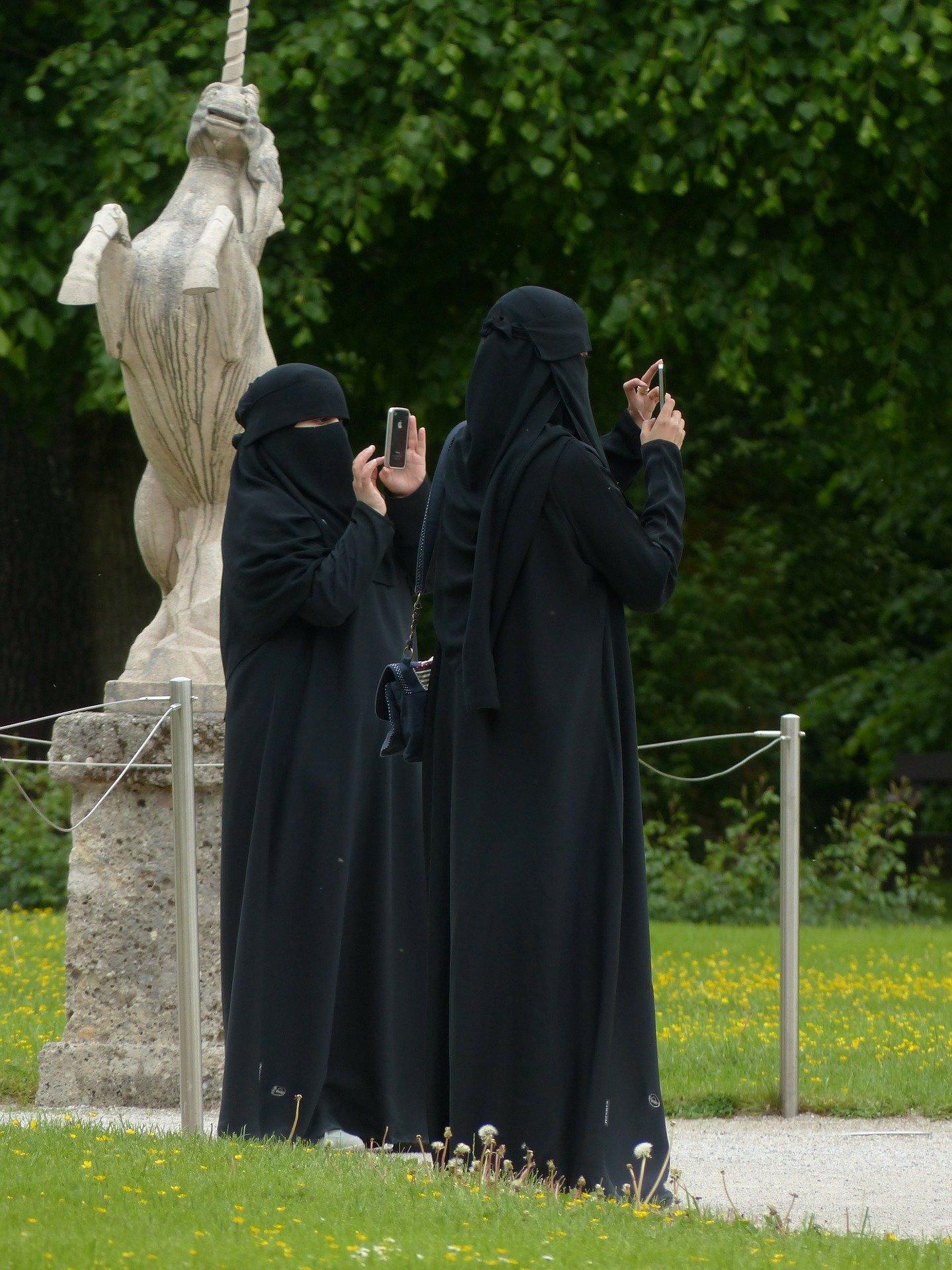 Nizozemští muslimové mají obavy. Wilders volby vyhrál už teď, varuje muslimský publicista - anotační obrázek