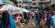 Marocká policie na tržnici hledala erotické zboží. V muslimské zemi je jeho prodej zakázán - anotační obrázek