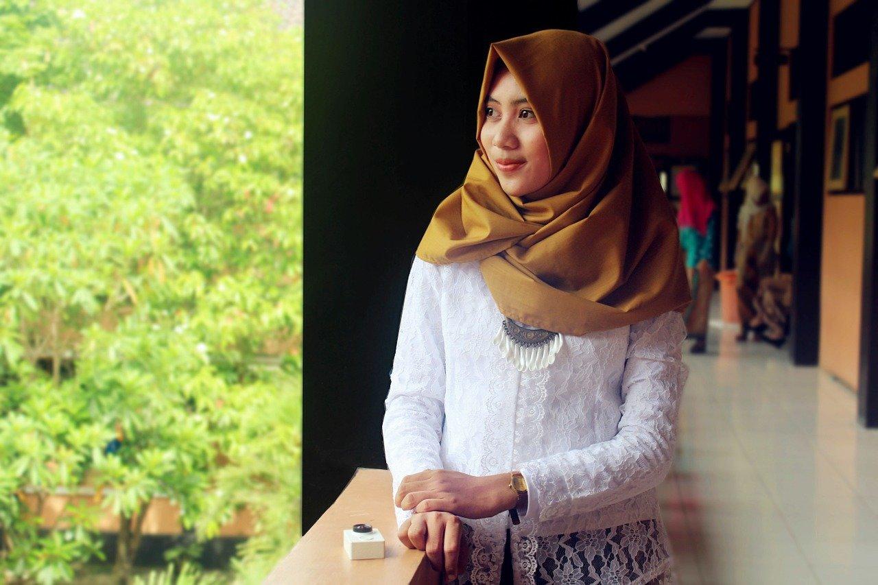 Krutý trest za zakázanou lásku. Muslimka byla unesena, znásilněna, podříznuta a nacpána do ledničky - anotační obrázek