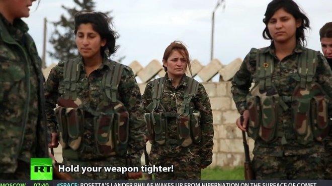 Kurdské ženy ve zbrani proti IS