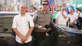 Demonstrace proti politice německé kancléřky Angely Merkelové při její návštěvě v Praze (25. srpna 2016)