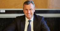Volby v Rakousku začaly. Stane se prezidentem Van der Bellene nebo Hofer? - anotační obrázek