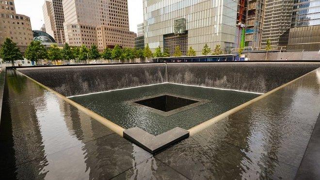 Místo, kde stávaly dvě věže newyorského Světového obchodního centra