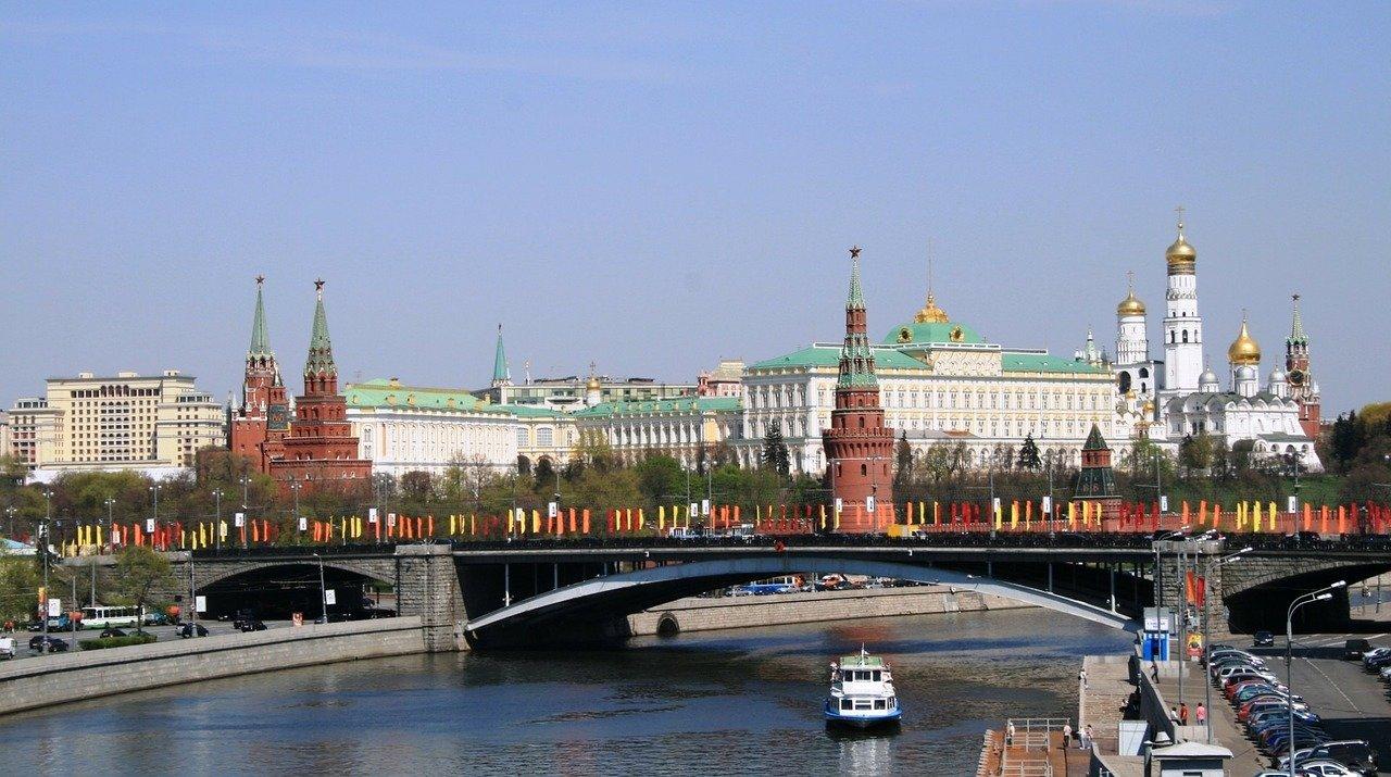 Kreml má kontakty v české vládě. Do akcí může zapojovat i komunisty, tvrdí Chodorkovskij - anotační foto