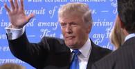 Trumpův mikrofon při debatě s Clintonovou byl opravdu špatný - anotační obrázek