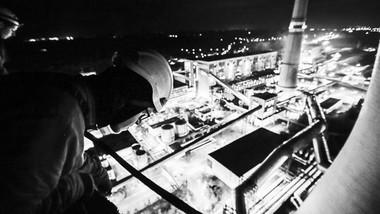 Aktivisté Greenpeace obsadili věž elektrárny Chvaletice