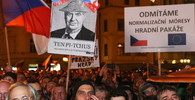 OBRAZEM: Lidé bojkotovali oslavy na Hradě, uspořádali alternativní akci - anotační obrázek