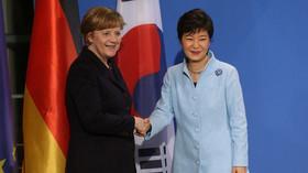 Pak Kun-hje (vpravo)