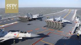 Čínská letadlová loď se poprvé účastnila manévrů s ostrou palbou