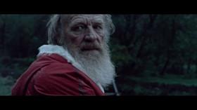 Vánoční reklama způsobila v Rusku poprask. Děda Mráz v ní mučí pracující matku, lidé se bouří