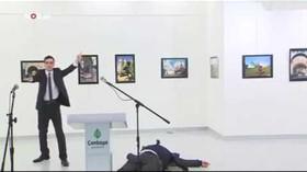 Atentátník zastřelil ruského vyslance