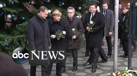 Merkelová zamířila na místo včerejšího útoku