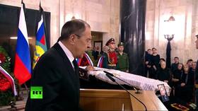 Moskva se loučila se zastřeleným velvyslancem