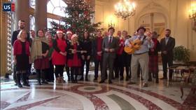 Americký velvyslanec Schapiro a jeho lidé přejí Čechům k Vánocům