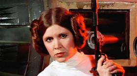 Carrie Fisherová ztvárnila v populární sáze Hvězdné války princeznu Leiu