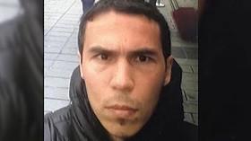 Turecké televize zveřejnily video, na kterém se útočník natáčí na náměstí v Istanbulu