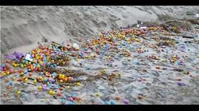 Německý ostrov zaplavila plastová vajíčka a kostky lego