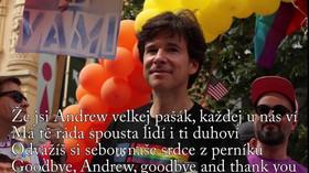 Známý kritik Zemana rozloučil s velvyslancem Schapirem písní