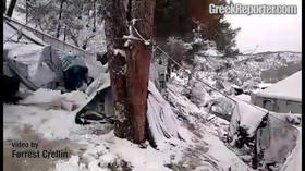 Uprchlíci musí mrznout ve stanech