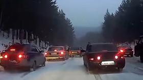Jezdit na ledovce je nebezpečné