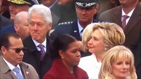 Clinton zíral na Trumpovou, Hillary se to moc nelíbilo