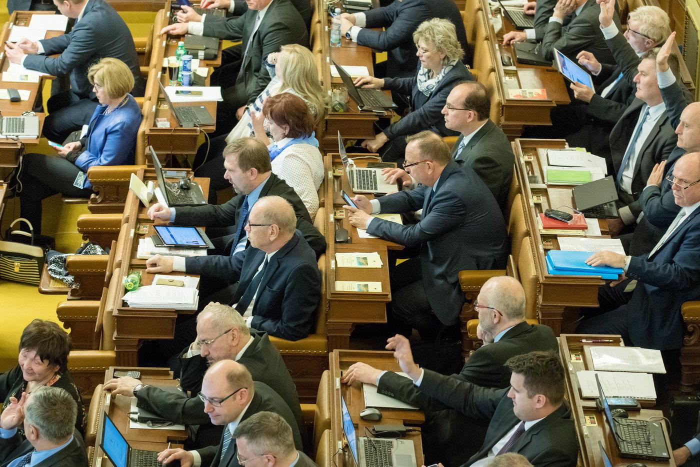 První průzkum po vládní krizi: ANO vede, ČSSD ale stoupá - anotační obrázek