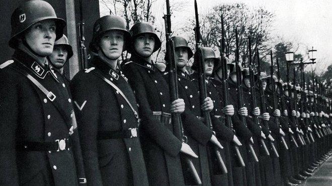 """SS-Leibstandarte """"Adolf Hitler"""" v Mnichově (1935)."""