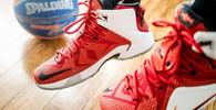 Proč se tkaničky u bot samy rozvazují? Nabízíme odpověď - anotační obrázek