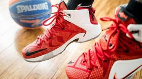 Proč se tkaničky u bot samy rozvazují? Obsáhlá studie přinesla odpověď - anotační foto