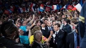 Brusel stojí za Macronem. Důrazná reakce přišla také z Ruska - anotační foto