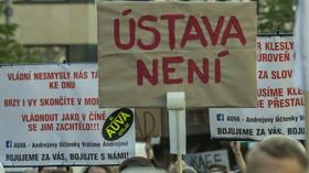 Desítky tisíc lidí demonstrovaly na Václavském náměstí proti Miloši Zemanovi a Andreji Babišovi