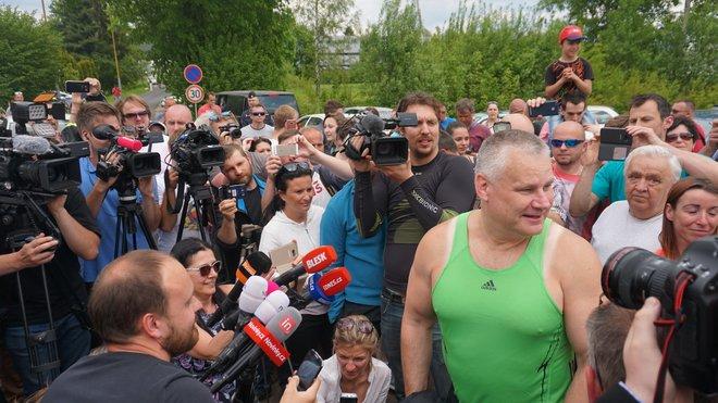 Jiří Kajínek po 23 letech vyšel z vězení