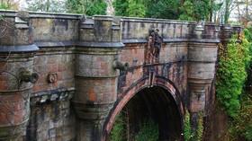 Záhada mostu sebevrahů: Proč pod ním dobrovolně umírají stovky psů? - anotační foto