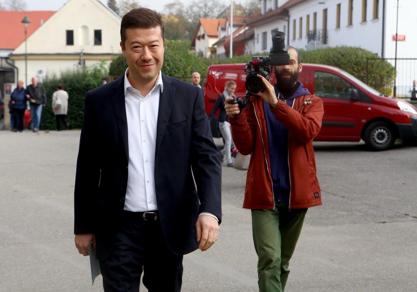 Lichvář v řadách SPD? Část krajské organizace chce odvolat vedení - anotační obrázek