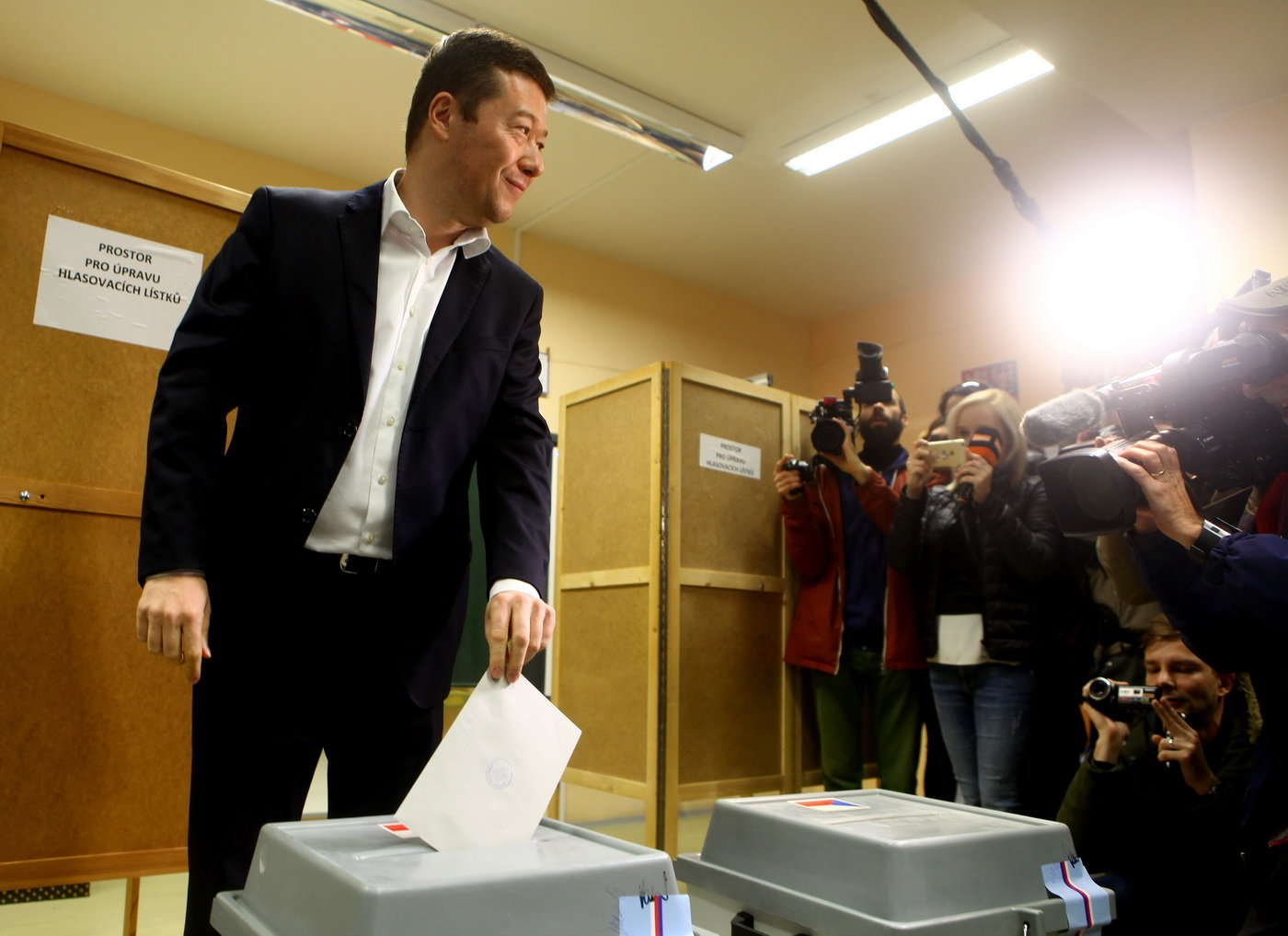 Tomio Okamura hlasuje ve volbách do Sněmovny
