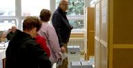 Ve volebním okrsku v Opavě se zpozdilo hlasování kvůli problémům se zámkem, pak zkolabovala členka komise - anotační obrázek