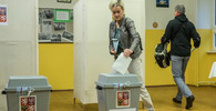 Kuriozity: Objevily se neplatné tiskopisy voličských průkazů, komise musela volat záchranku a hasiče - anotační obrázek