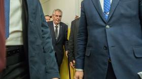 """Zeman ukončil """"rekondiční pobyt"""", v nemocnici způsobil pozdvižení - anotační foto"""
