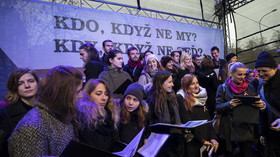 Češi si připomínají 17. listopad na Národní třídě v Praze i na Albertově