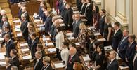 Sněmovna schválila příspěvek až 370 Kč lidem v karanténě - anotační obrázek